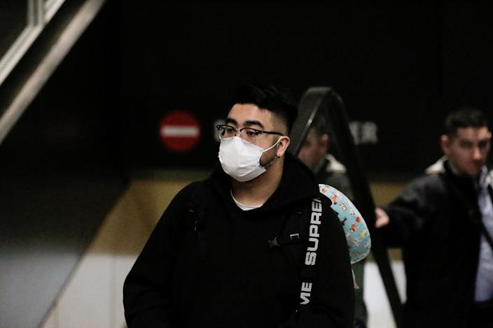 PHOTO FILE: A traveler wearing a mask comes on a direct flight from China, after a spokesman for the US Center for Disease Control and Prevention (CDC) said the Chinese traveler was the first person in the United States to be diagnosed. Wuhan Crown Virus, at Seattle-Tacoma International Airport in Washington, USA 23 January, 2020. REUTERS / David Ryder / File Photo
