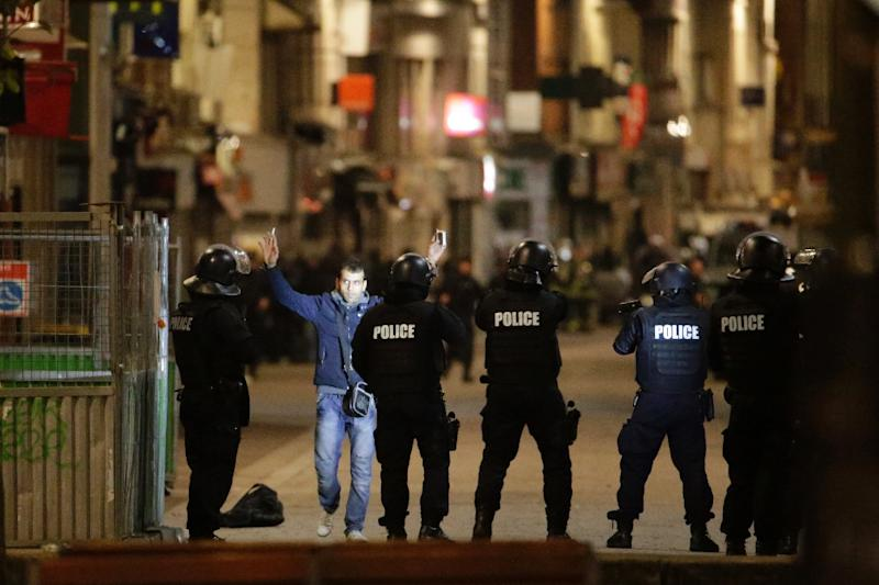 Police conduct an anti-terror operation in the Paris suburb of Saint-Denis on November 18, 2015, five days after the deadly terror attacks in the capita