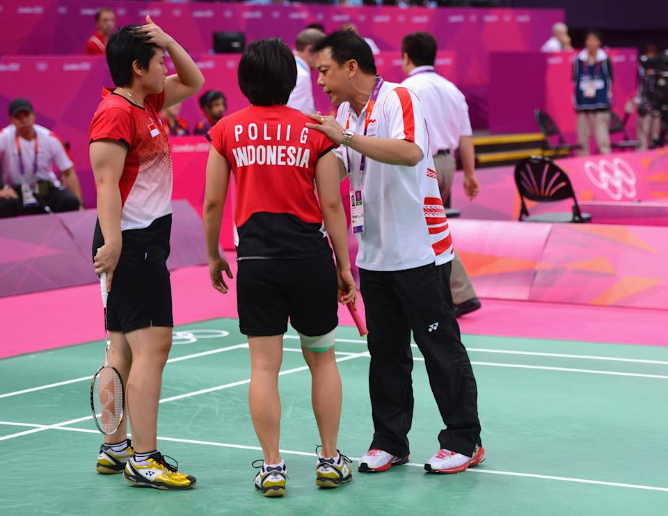LONDON, ENGLAND - JULY 31: Greysia Polii and Meiliana Jauhari of Indonesia speak to their coach in their game with Jung Eun Ha and Min Jung Kim of Korea in their Women's Doubles Badminton match on Day 4 of the London 2012 Olympic Games at Wembley Arena on July 31, 2012 in London, England. (Photo by Michael Regan/Getty Images)