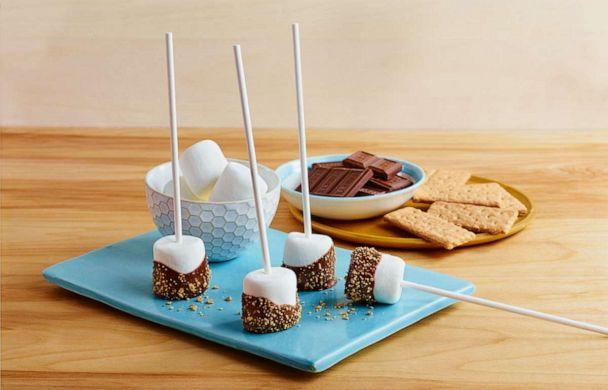 PHOTO: S'mores lollipops are an easy way to reimagine the campfire treat. (Hershey)