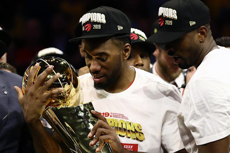 OAKLAND, CALIFORNIA - JUNE 13: Kawhi Leonard #2 of the Toronto Raptors celebrates with the Larry O'Brien Championship Trophy after his team defeated the Golden State Warriors to win Game Six of the 2019 NBA Finals at ORACLE Arena on June 13, 2019 in Oakland, California. NOTE TO USER: User expressly acknowledges and agrees that, by downloading and or using this photograph, User is consenting to the terms and conditions of the Getty Images License Agreement. (Photo by Ezra Shaw/Getty Images)