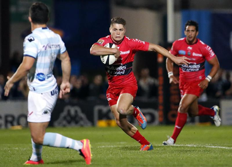 RC Toulon's Australian fullback James O'Connor runs with the ball during the French Top 14 rugby union match between Racing Metro 92 and RC Toulon on August 30, 2014, at the Yves du manoir Stadium in Colombes (AFP Photo/Thomas Samson)