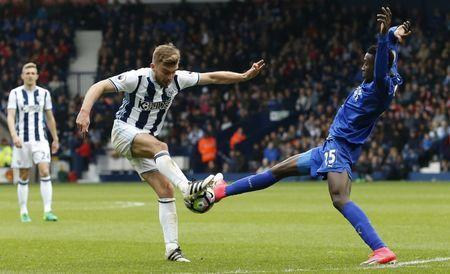 Britain Football Soccer - West Bromwich Albion v Leicester City - Premier League - The Hawthorns - 29/4/17 West Bromwich Albion's James Morrison in action with Leicester City's Wilfred Ndidi Action Images via Reuters / Andrew Boyers Livepic