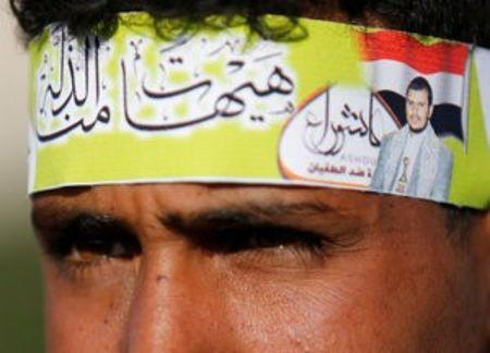 A Houthi follower wears a headband with a photo of the Houthi leader, Abdul Malik al-Houthi, during a demonstration to commemorate Ashura in Sanaa, Yemen October 12, 2016. REUTERS/Khaled Abdullah