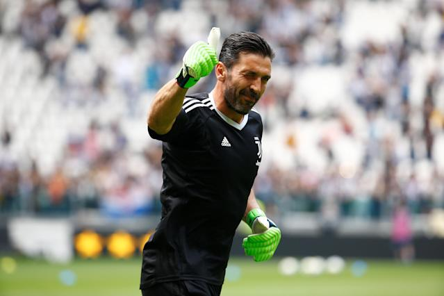 Soccer Football - Serie A - Juventus vs Hellas Verona - Allianz Stadium, Turin, Italy - May 19, 2018 Juventus' Gianluigi Buffon gestures to fans during the warm up before the match REUTERS/Stefano Rellandini