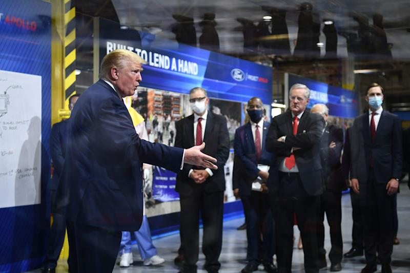 Donald Trump beim Besuch der Ford-Fabrik in Ypsilanti, Michigan. (Bild: Getty Images)