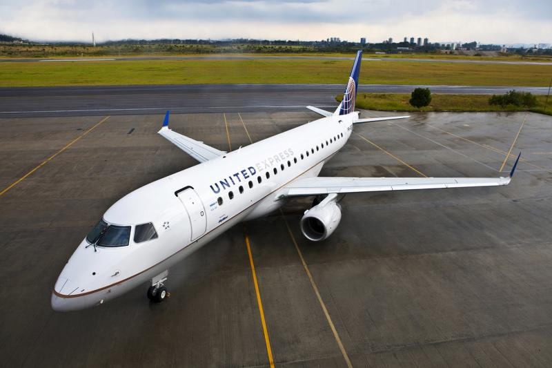 A United Airlines Embraer E175 regional jet