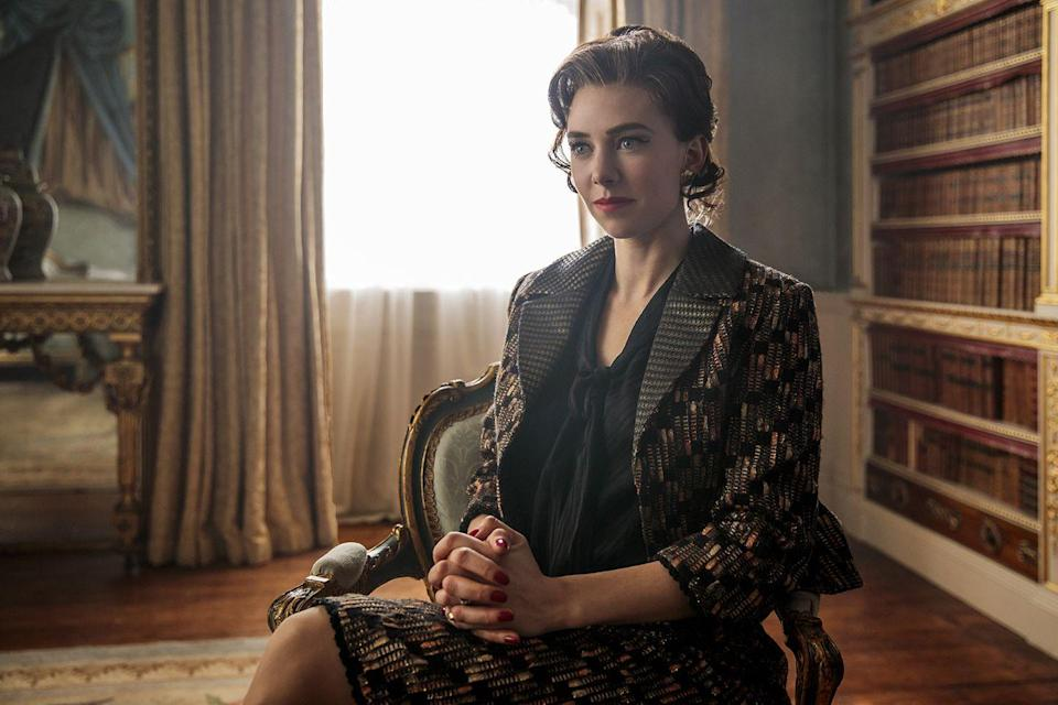 <p>In the second series, Margaret breaks off her brief engagement to a friend, Billy Wallace, before meeting society photographer Antony Armstrong-Jones ( played by Matthew Goode). </p>