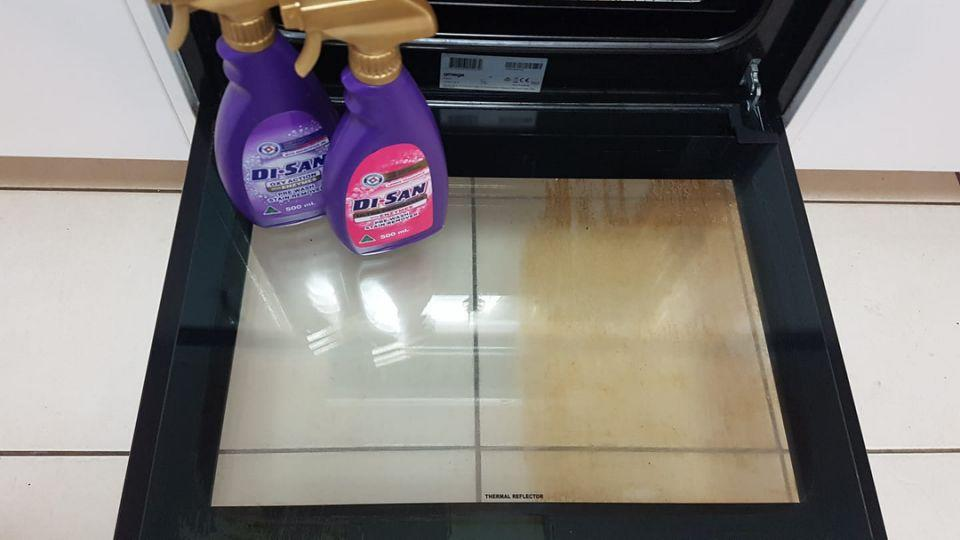 One shopper demonstrated the difference between the two stain removers when cleaning her oven: she used the purple version on the right and the pink on the left. Photo: Facebook.