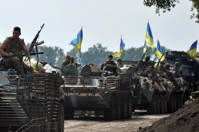Ukrainian soldiers advance near the eastern Ukrainian city of Slavyansk on July 11, 2014