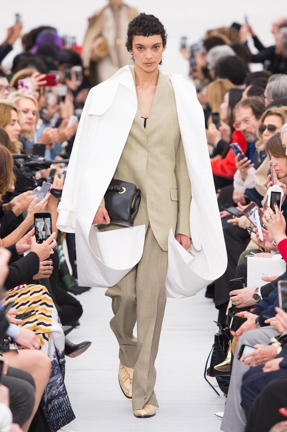 <p>White trench coat and tan suit from the SS18 Céline collection. (Photo: ImaxTree) </p>