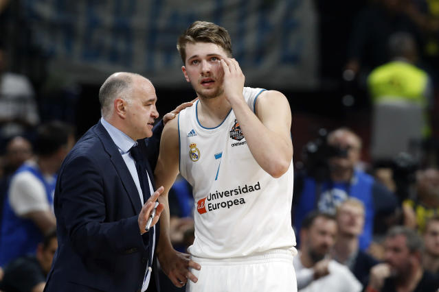 Real Madrid head coach Pablo Laso gives instructions to Real Madrid's Luka Doncic during their Final Four Euroleague final basketball match between Real Madrid and Fenerbahce in Belgrade, Serbia, Sunday, May 20, 2018. (AP Photo/Darko Vojinovic)
