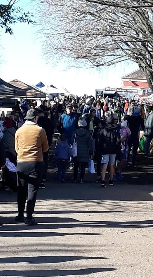 The Daylesford markets were packed with people on Sunday, with no social distancing observed. Source:  Facebook/Mary-Anne Thomas