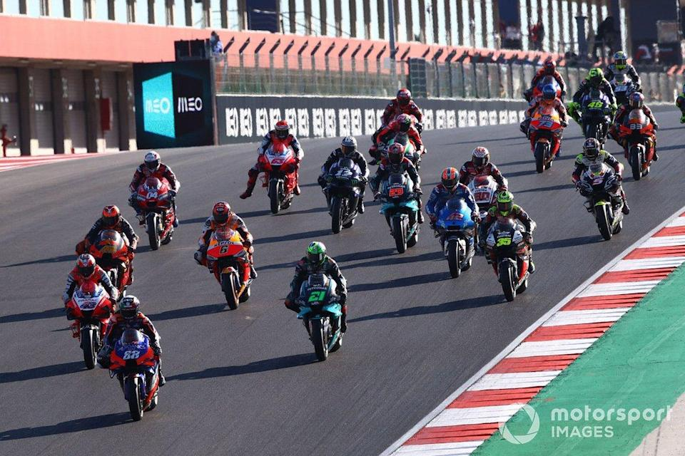 "Start zum GP Portugal 2020 in Portimao: Miguel Oliveira, Red Bull KTM Tech 3, führt<span class=""copyright"">Gold and Goose / Motorsport Images</span>"