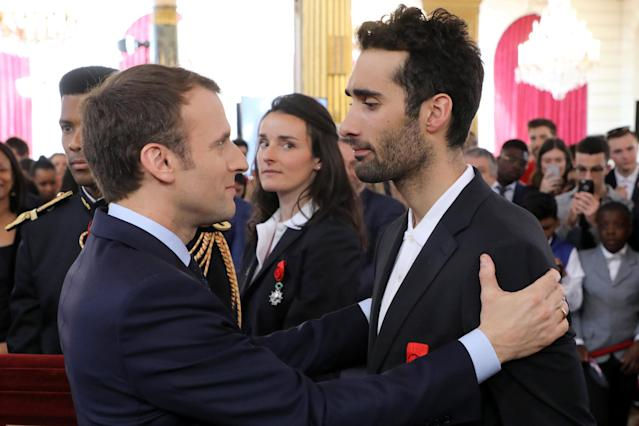 French President Emmanuel Macron (L) congratulates France's five-time Olympic champion Martin Fourcade after he was awarded Officier of the Legion of Honour (Legion d'honneur) during an award ceremony gathering French athletes that competed in the 2018 Pyeongchang Olympics winter Games, at the Elysee Palace in Paris, France, Avril 13, 2018. Ludovic Marin/Pool via Reuters