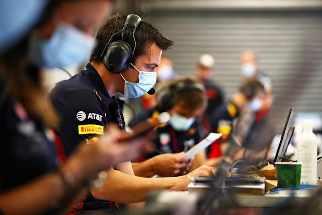 "Phil Turner trabaja en el box de Red Bull <span class=""copyright"">Red Bull Content Pool</span>"