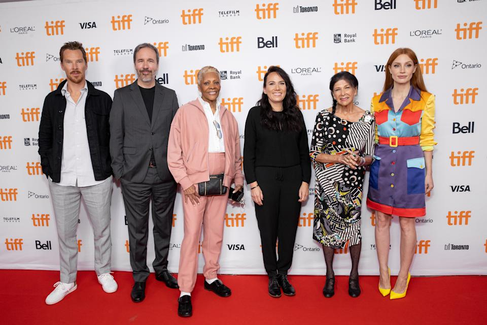 TORONTO, ONTARIO - SEPTEMBER 11: (L-R) Benedict Cumberbatch, Denis Villeneuve, Dionne Warwick, Danis Goulet, Alanis Obomsawin and Jessica Chastain attend the 2021 TIFF Tribute Awards Press Conference at Roy Thomson Hall on September 11, 2021 in Toronto, Ontario. (Photo by Emma McIntyre/Getty Images)