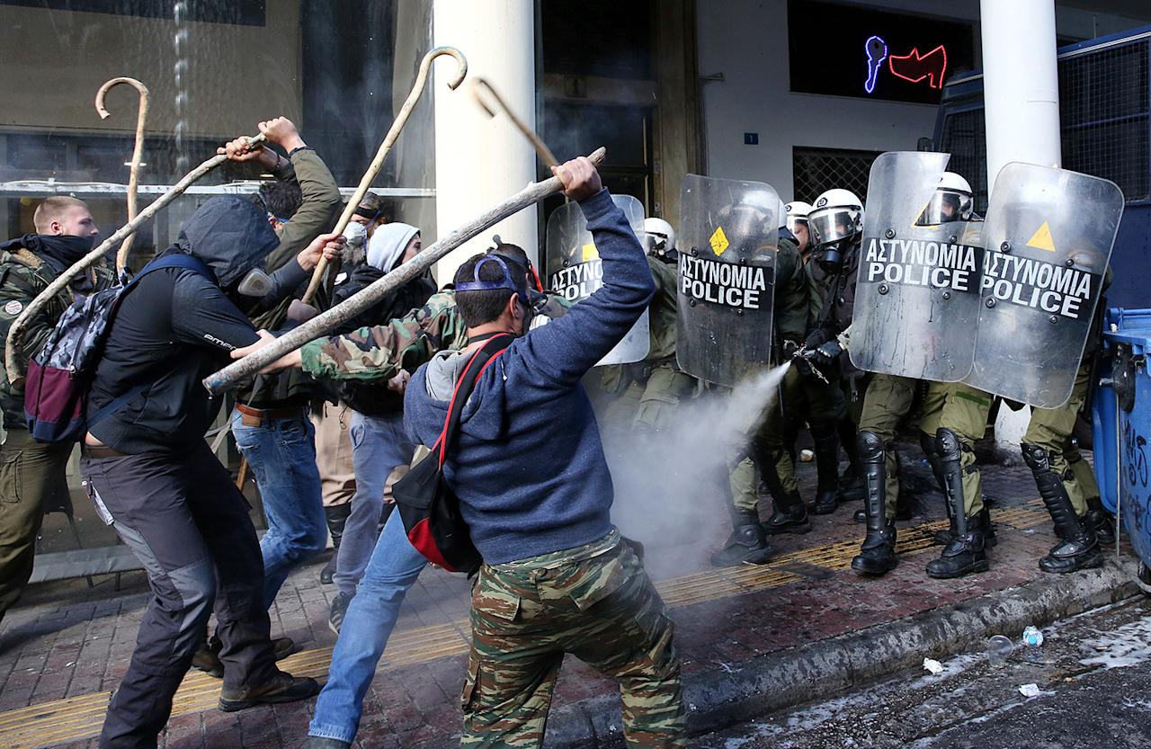 <p>Farmers from Crete island clash with riot policemen during a protest outside of the Agriculture Ministry, in Athens, Greece, March 8, 2017. (Photo: Orestis Panagiotou/EPA) </p>