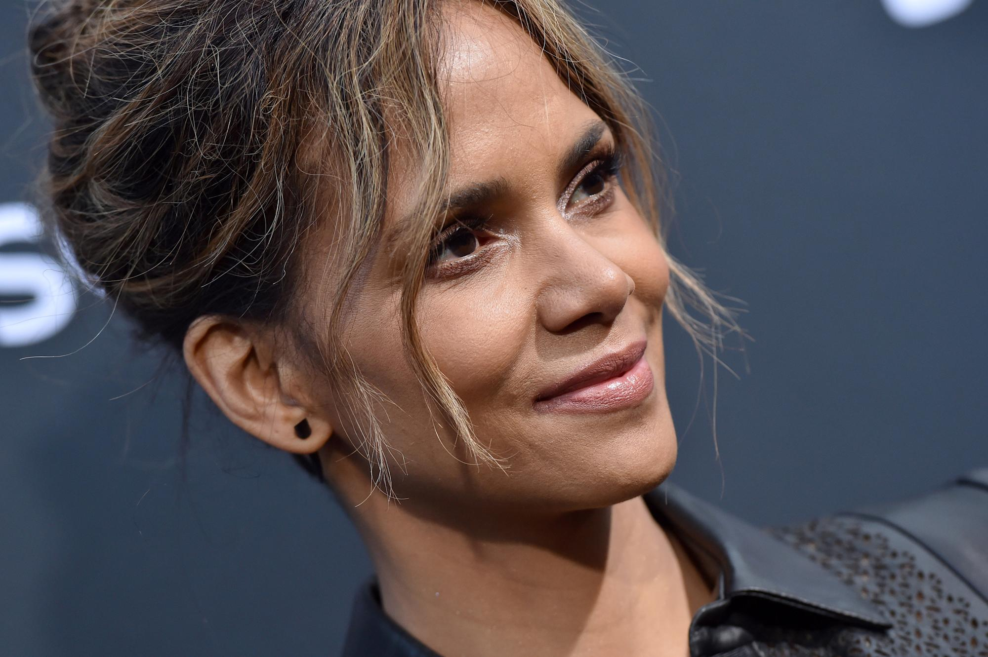 Halle Berry, 54, dances in nothing but heart-print briefs to celebrate Valentine's Day with boyfriend Van Hunt - Yahoo Lifestyle