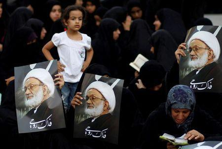 Supporters hold posters with photo of Bahrain's leading Shi'ite cleric Isa Qassim during a sit-in outside his home in the village of Diraz west of Manama, Bahrain June 21, 2016. REUTERS/Hamad I Mohammed