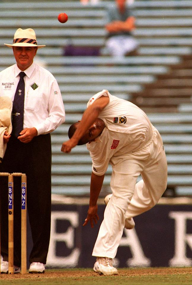 AUCKLAND, NEW ZEALAND - MARCH 01:  South African spinner Paul Adams demonstartes his unusual style against New Zealand on the 3rd day of the first test at Eden Park, Auckland, Monday.  (Photo by Ross Setford/Getty Images)