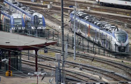 A new Regiolis regional train (R) made by power and train-making firm Alstom, is seen next to a platform at Strasbourg's railway station, May, 21, 2014. REUTERS/Vincent Kessler