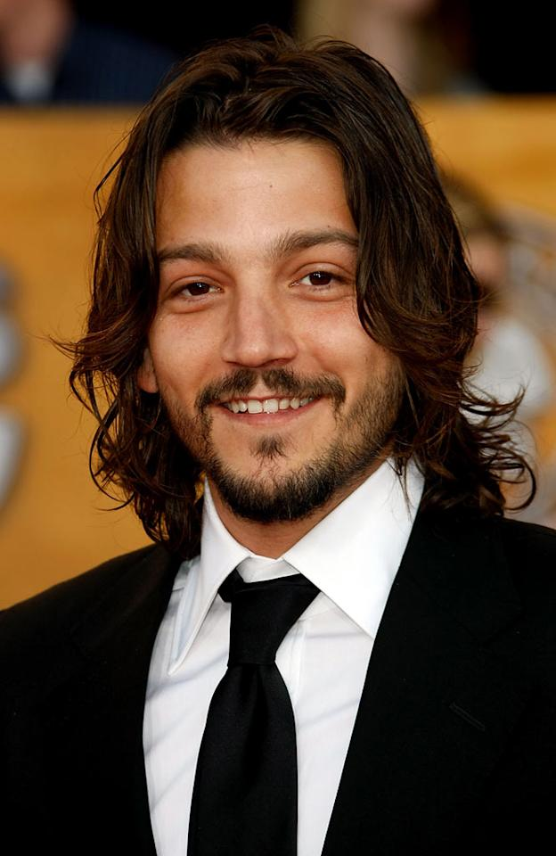 """Diego Luna arrives at the <a href=""""/the-15th-annual-screen-actors-guild-awards/show/44244"""">15th Annual Screen Actors Guild Awards</a> held at the Shrine Auditorium on January 25, 2009 in Los Angeles, California."""