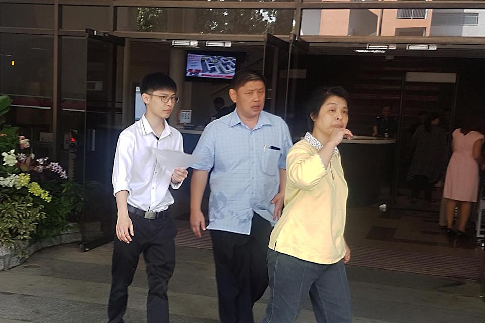 Ekawit Tangtrakarn (left) seen leaving the State Courts with his parents on 28 August. (PHOTO: Wan Ting Koh / Yahoo News Singapore)
