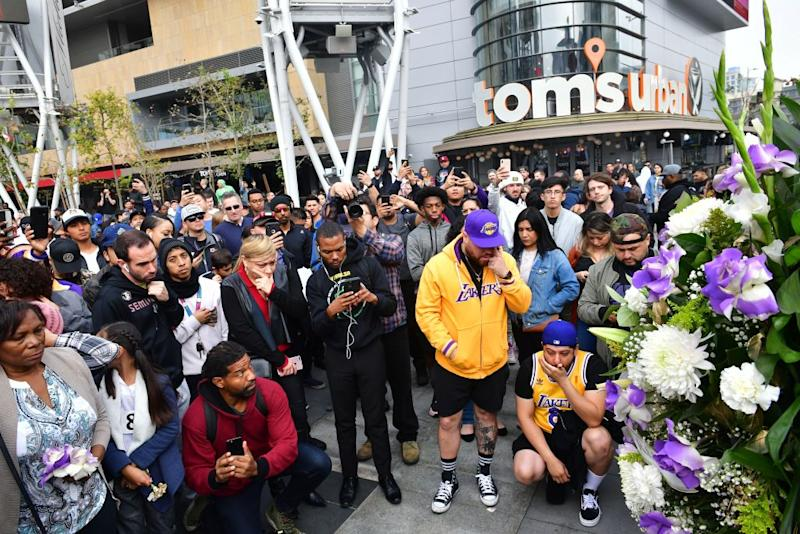 Hundreds gathers on Monday morning, AEST, after news of the death broke. Source: Getty
