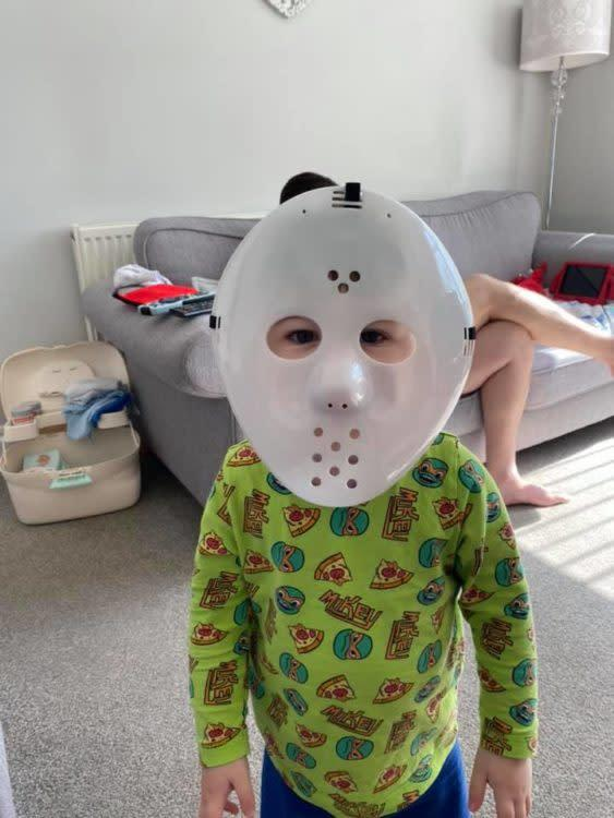 25 Hilarious (and Sweet) Photos That Show What Parenting ...