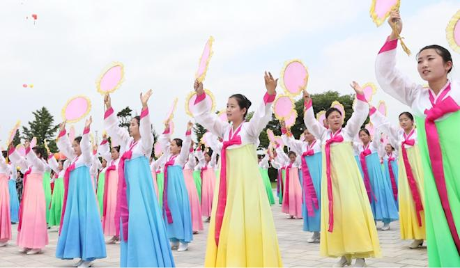A colourful crowd turned out to welcome Xi. Photo: Xinhua
