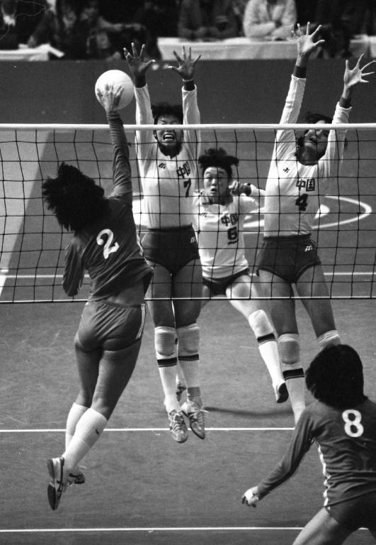 China beat Japan over five thrilling sets