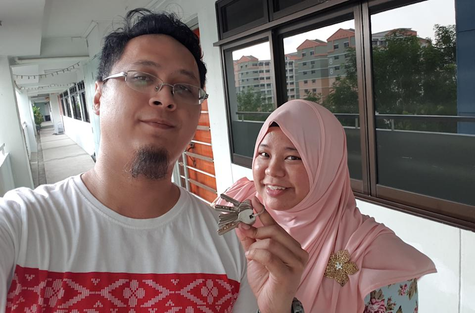Liyana (right) and her current husband Muhammad Faizal Sugi holding the keys to their four-room HDB flat in Woodlands in September 2018. (PHOTO: Muhammad Faizal Sugi)