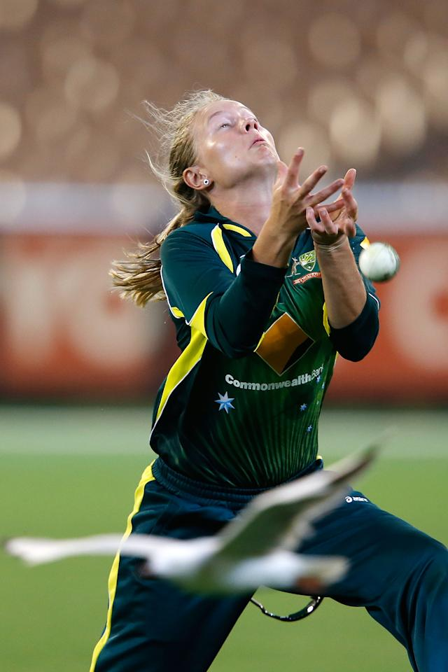 MELBOURNE, AUSTRALIA - JANUARY 23:   Meg Lanning of Australia drops a difficult catch during game 2 of the Australia v England Women's one day international series, January 23, 2014 in Melbourne, Australia.  (Photo by Darrian Traynor/Getty Images)