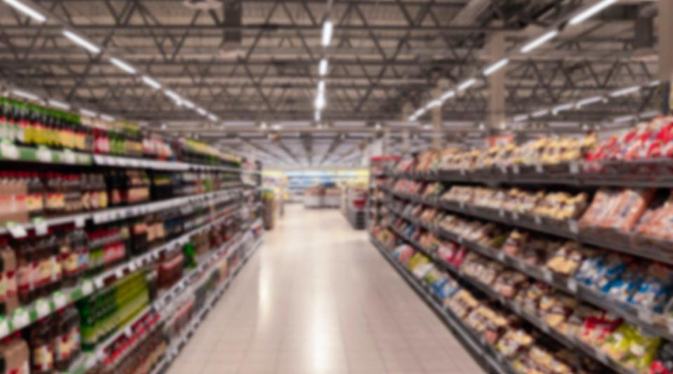 """<span class=""""attribution""""><a class=""""link rapid-noclick-resp"""" href=""""https://www.shutterstock.com/es/image-photo/grocery-store-retail-city-interior-large-1620831559"""" rel=""""nofollow noopener"""" target=""""_blank"""" data-ylk=""""slk:Shutterstock / KonstantinV9"""">Shutterstock / KonstantinV9</a></span>"""