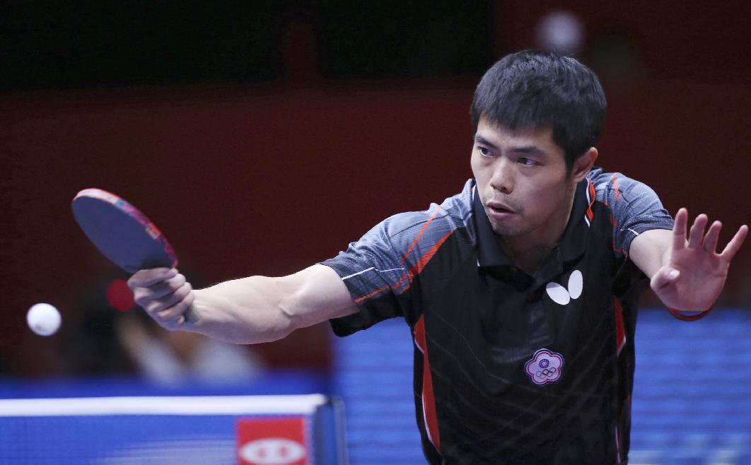 <p>Chuang Chih-Yuan of Taiwan returns the ball during his semifinal match of the World Team Table Tennis Championships against Ma Long of China in Tokyo, Sunday, May 4, 2014 </p>