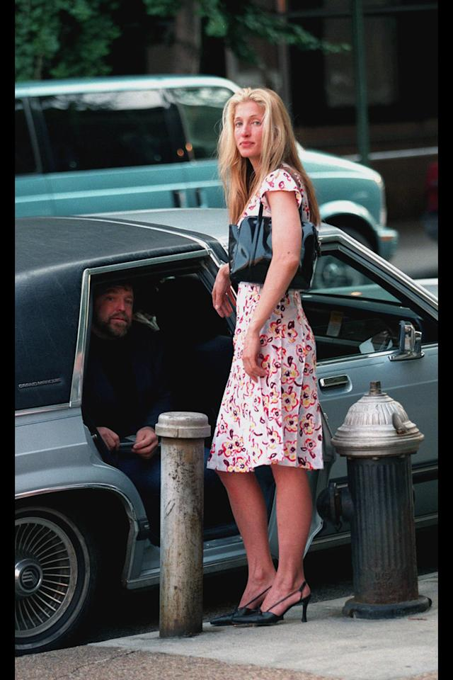 9 Times Carolyn Bessette Kennedy S Iconic Style Foresaw