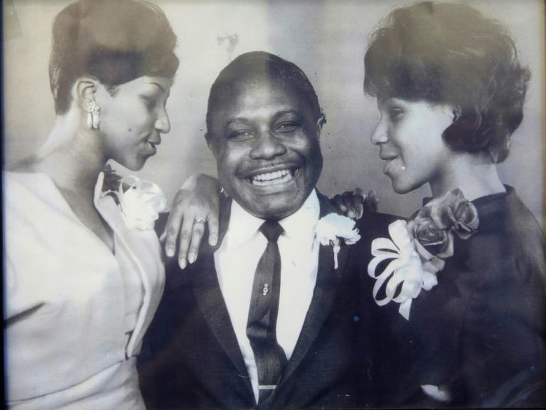 Aretha Franklin (L) -- shown here with her father C.L. Franklin and sister Caroline in a handout photo provided by the New Bethel Baptist Church -- helped raise money for the civil rights movement in the 1960s by singing