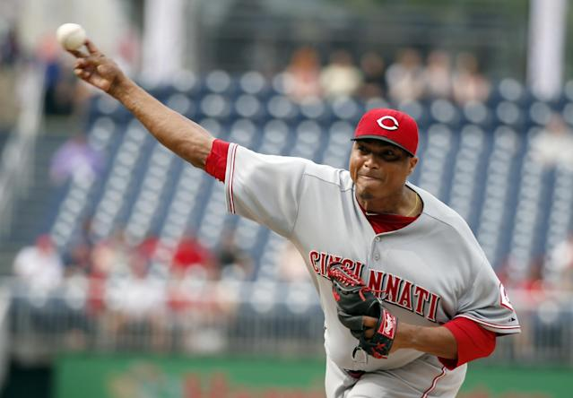 Cincinnati Reds starting pitcher Alfredo Simon throws during the first inning of a baseball game against the Washington Nationals at Nationals Park on Wednesday, May 21, 2014, in Washington. (AP Photo/Alex Brandon)