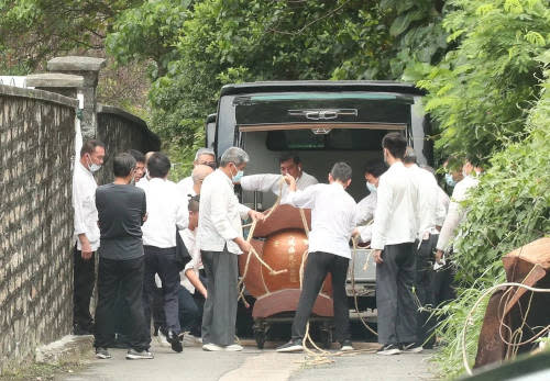 The coffin is revealed to cost HKD 8 million