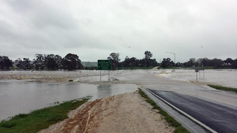 Heavy rain is building in Victorian flood-affected towns, with residents tracking water levels.