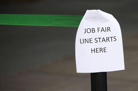 Claims for unemployment benefits fall to 254000