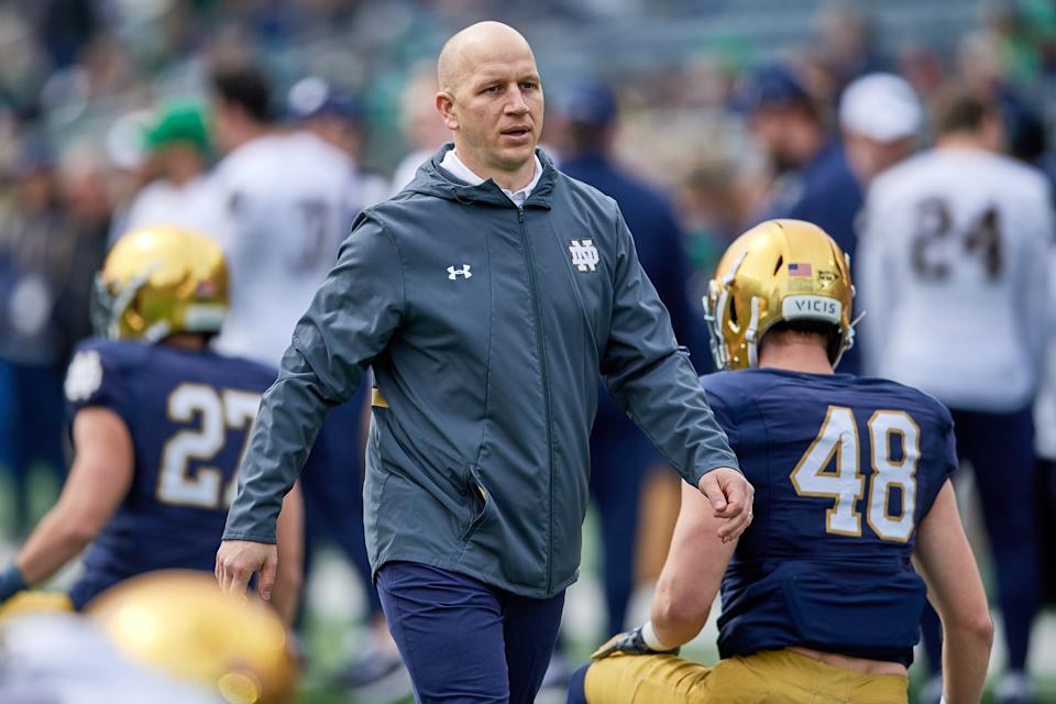 Notre Dame defensive coordinator Clark Lea talks to players prior to the Notre Dame Blue and Gold spring game on April 13, 2019. (Robin Alam/Icon Sportswire via Getty Images)