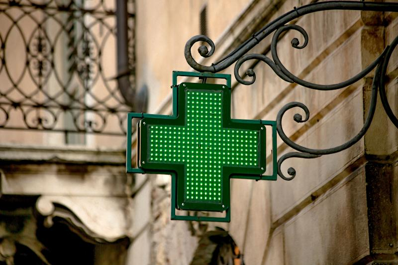 A pharmacy sign in the city of Verona, Italy (Photo: violinconcertono3 via Getty Images)