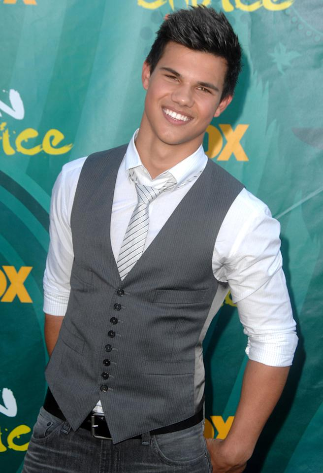 UNIVERSAL CITY, CA - AUGUST 09: Taylor Lautner enter caption here at Gibson Amphitheatre on August 9, 2009 in Universal City, California. (Photo by Steve Granitz/WireImage)