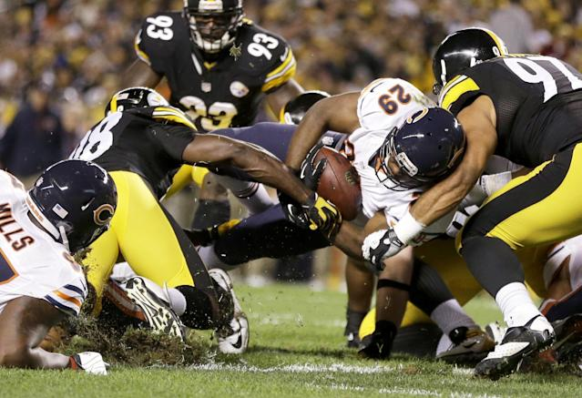 Chicago Bears running back Michael Bush (29) scores a touchdown between Pittsburgh Steelers linebacker Vince Williams (98) and defensive end Cameron Heyward (97) in the first quarter of an NFL football game in Pittsburgh, Sunday, Sept. 22, 2013. (AP Photo/Gene J. Puskar)