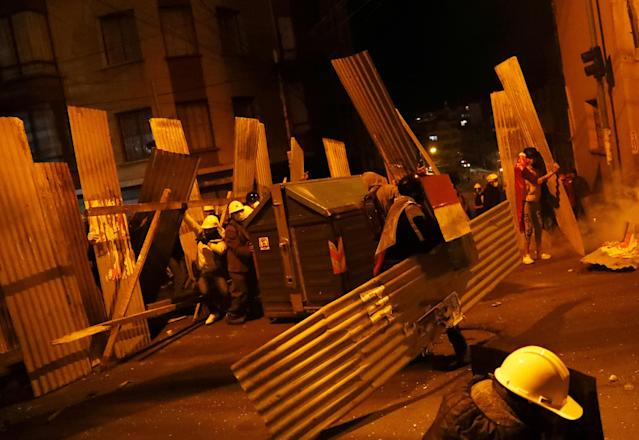 Demonstrators set up a barricade during clashes between protesters against Bolivia's President Evo Morales and government supporters, in La Paz, Bolivia Nov. 7, 2019. (Photo: Kai Pfaffenbach/Reuters)