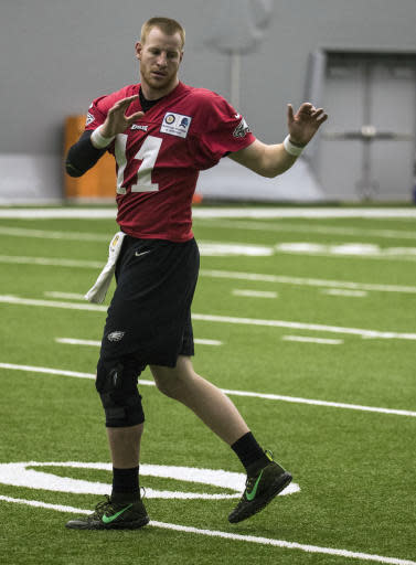 Philadelphia Eagles quarterback Carson Wentz warms up during practice at NFL football training camp, Tuesday, May 22, 2018, in Philadelphia. (AP Photo/Chris Szagola)