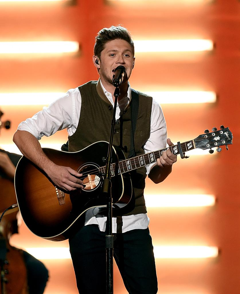 Niall Horan performs onstage during the 2016 American Music Awards at Microsoft Theater on November 20, 2016 in Los Angeles, California. (Photo by Kevin Winter/Getty Images)