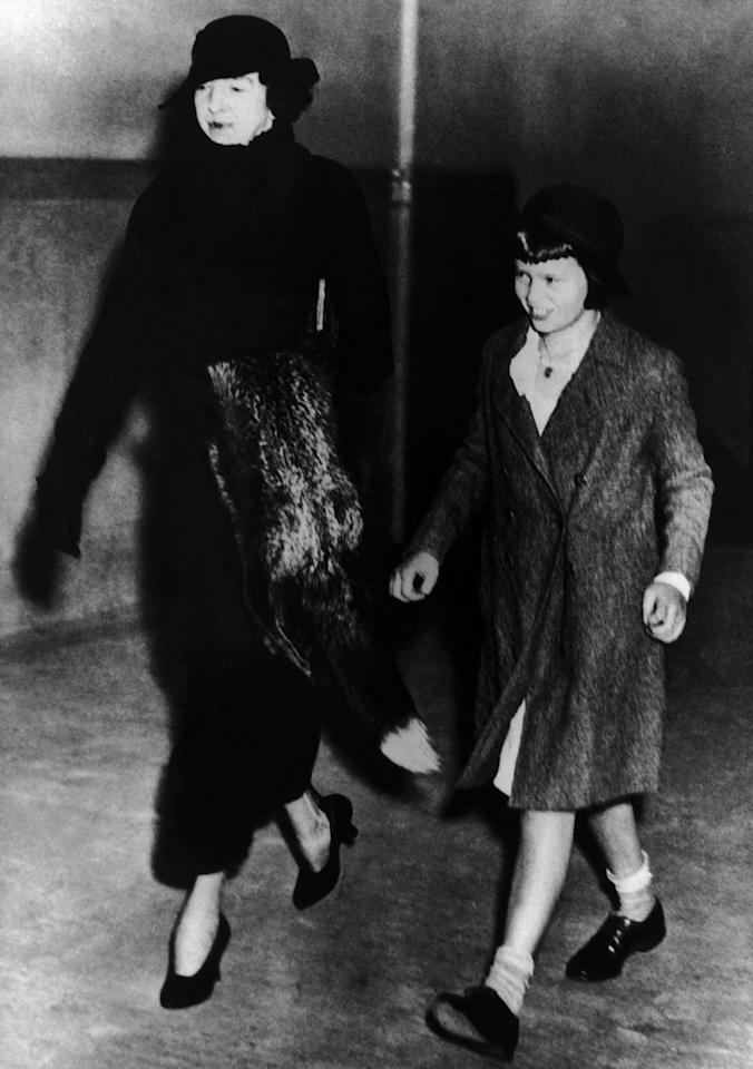 """<p>Vanderbilt and her aunt, Gertrude Vanderbilt-Whitney, arrive at a courthouse in New York for a <a href=""""http://law.jrank.org/pages/2927/Gloria-Vanderbilt-Custody-Trial-1934--Trial-Century.html"""" target=""""_blank"""">trial</a> to determine who would get custody of Gloria.</p>"""